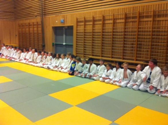 Line-up med 35 medlemmer på siste trening før jul.