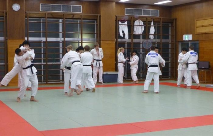 Trening på Sakuragaoka highschool. Foto: NTG