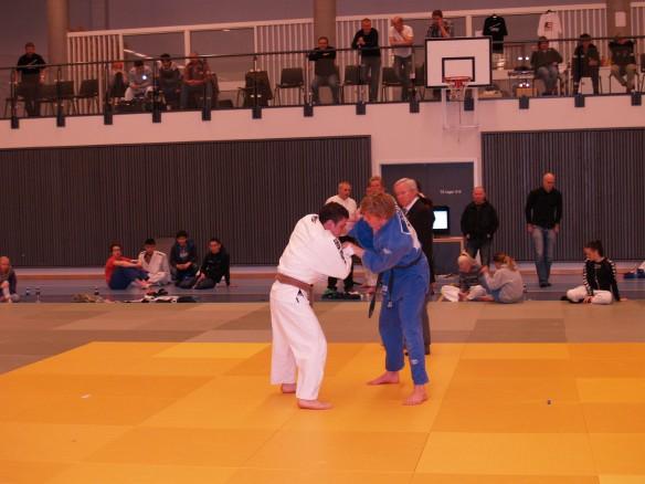 Finale åpen klasse: Henrik Reitan (blå), LJK, mot Morten Andersen, BK-judo. Reitan stakk av med seieren etter en flott uchi mata.