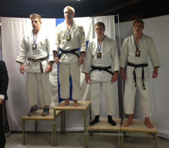 U21 -90 kg: Bronse til Henrik Reitan, gull til L. Nuorteva, FIN, sølv til J. Fagerhill, SVE, og bronse til M. Nilsson, SVE.