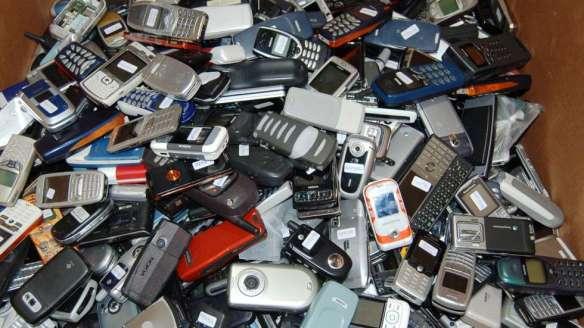 Innsamlinga av gamle telefoner ga nesten 6000 kr i klubbkassen.