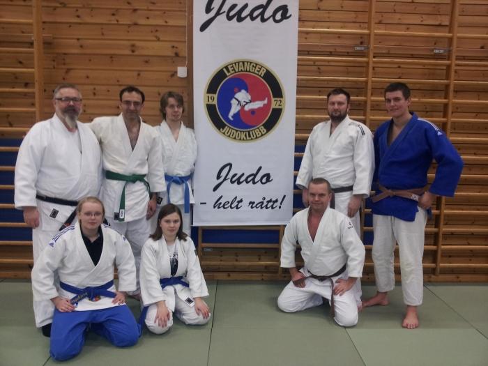 Kursleder Alf Birger Rostad med deltakerne på Trener 1-kurset.