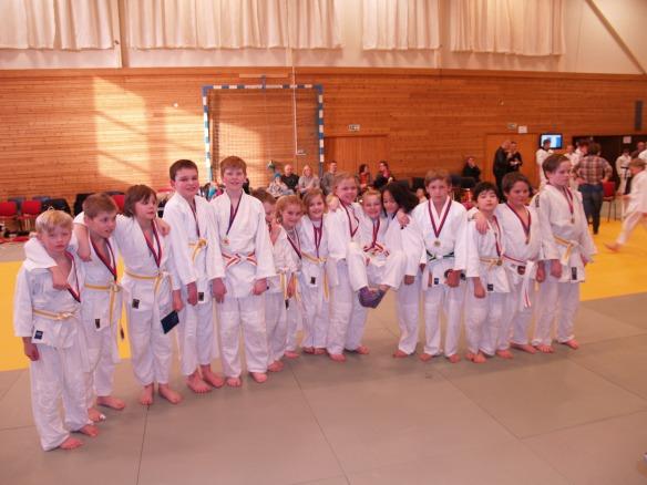 Idrettsglede: LJKs barneutøvere viser stolt fram medaljene sine.