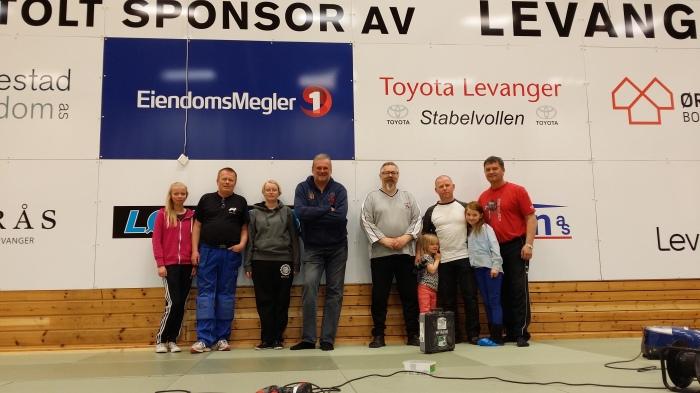 Endelig ferdig! F.v.: Ragnhild Holbø, Thor Holbø, Ingebjørg Holbø, Gunnar Reitan, Alf Birger Rostad, Ida Marie Bjørås, Lars Erik Bjørås, Elise Bjørås og Snorre Johansen.