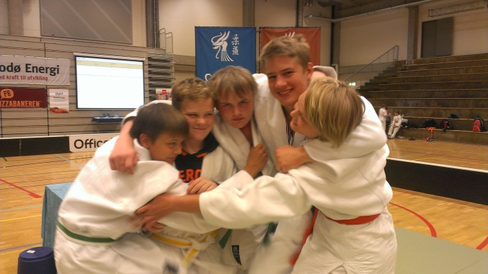 Hederlig innsats og gode resultater. F.v.: Thomas Wikdahl. Jonas Leonhardsen, Markus Leonhardsen, Lavrans Lysne-Ness og Inez Lysne-Ness