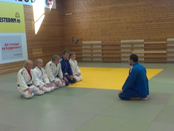 Benjamin Rajabi ledet treninga med Ingebjørg Holbø, Ragnhild Holbø, Markus Leonhardsen, Jørgen Ruiz Garcia og Jonas Leonhardsen.