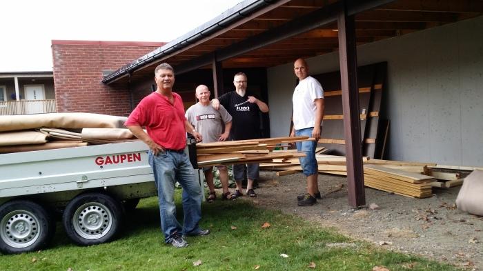 Rydding før sesongstart, f.v.: Snorre Johansen, Lars Bjørås, Alf Birger Rostad og Tore Brenne.