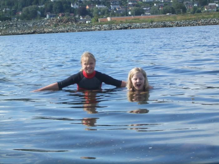 Badenymfene trives godt i vannet.