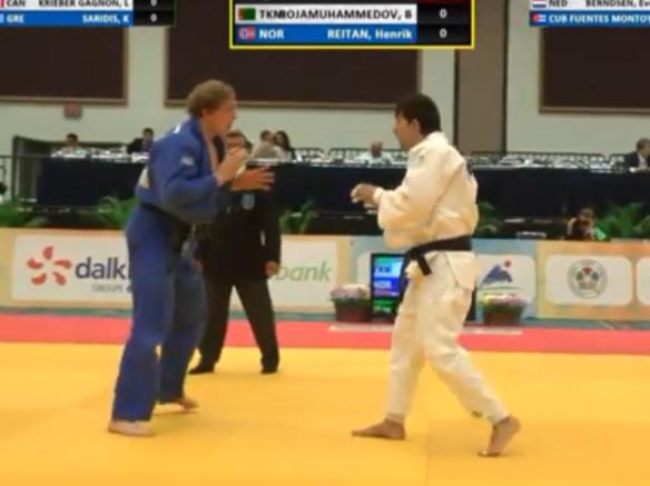 Henrik Reitan (blå) vant første kamp mot Batyr Hojamuhammedov, Turkmenistan. Foto: IJF