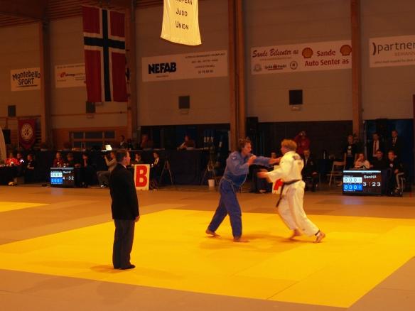 Åpen klasse: Det ble en meget spennende kamp mellom junioren Henrik Reitan (hvit) og den rutinerte Alert Holtman, der sistnevnte vant klassen.
