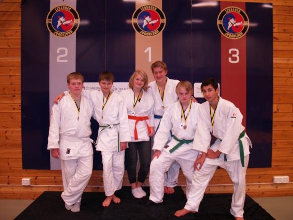 LJKs medaljevinnere i U15 og U18, f.v.: Martin Rønning Aune, Thomas Wikdahl, Inez Lysne-Ness, Lavrans Lysne-Ness, Markus Leonhardsen og Titan Steinvik.