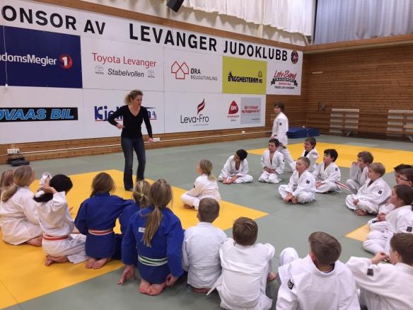 Scenekamp med Hanne Brincker.