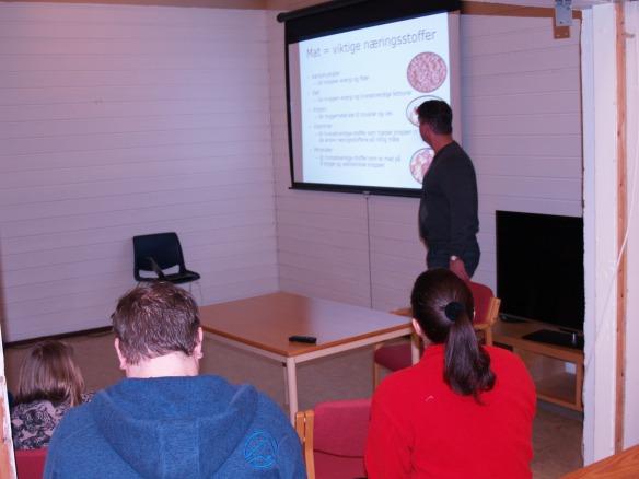 Snorre Johansen presenterer Olympiatoppens kostholdsråd.