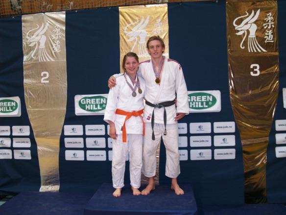 LJKs medaljevinnere i U21 og senior: Henrik Reitan og Luisa Müller.
