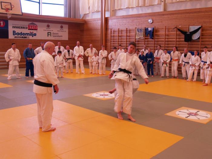 Ansvarlig for samlinga var Wolfgang Biedron, 7. dan. Hanleder Judo Sundsvall, Sveriges største klubb med over 500 medlemmer.