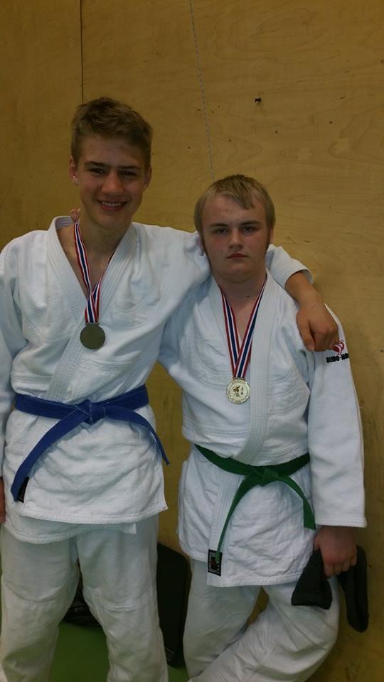 Sølv til Lavrans i U18-81 og gull til Markus i U18-90.