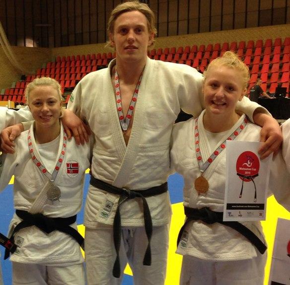 Deltar i EM U21: (f.v) Madelene Rubinstein, Henrik Reitan og Cecilie Bolander. Foto: NJF