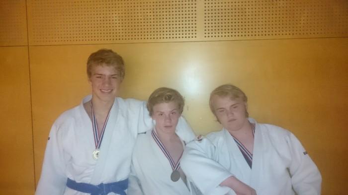 Tre fornøyde medaljevinnere på Ippon-Cup i Nadderudhallen