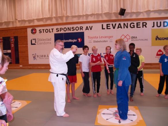 Alf Birger Rostad og Inez Marie Lysne-Ness forklarer balansebrudd.