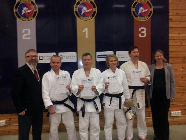 F.v.: Alf Birger Rostad, Ståle Wikdahl, Jan Ove Rein, Anne Hokstad, Leif Edward Ottesen Kennair og Birgit Ryningen. Kim-Seraphus Brynildsen var ikke til stede da bildet ble tatt.