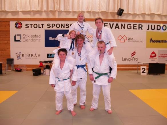 Noen av Levanger Judoklubbs flotte deltakere i U15 og U18.