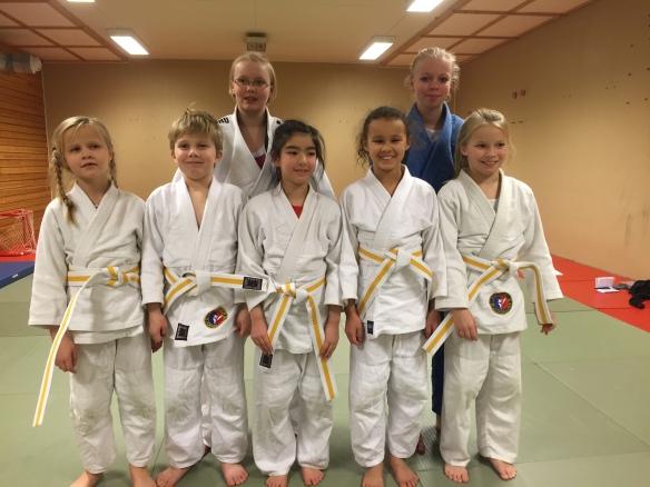 Gradert til gult, 5. mon. F.v.: Sunniva Brenne, Torjus Ertzaas, , Anita Pajenda, Hanna Mikaela Hveem og Pernille Ertzaas